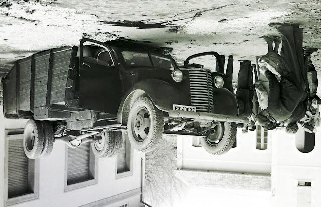 Un Chevrolet Truck, accidentado, en este caso del Ejército - Tomada de Imatges Sobre Rodes