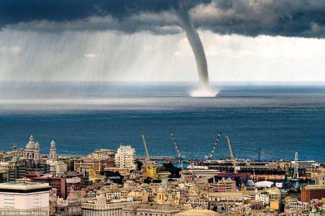 Tromba d'água avistada no litoral da Itália em 2015