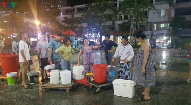 Bị cắт nước kéo dài, cư dân KĐT Tân Tây Đô chật vật như 'cá mắc cạn'