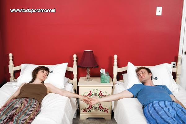 Dormir en camas separadas mejora la relacion de pareja