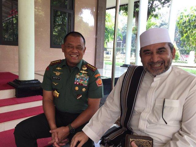 Pimpinan Majelis Rasulullah: Jenderal Gatot Panglima TNI yang Ramah dan Rendah Hati, Berkah yaa Rabb..