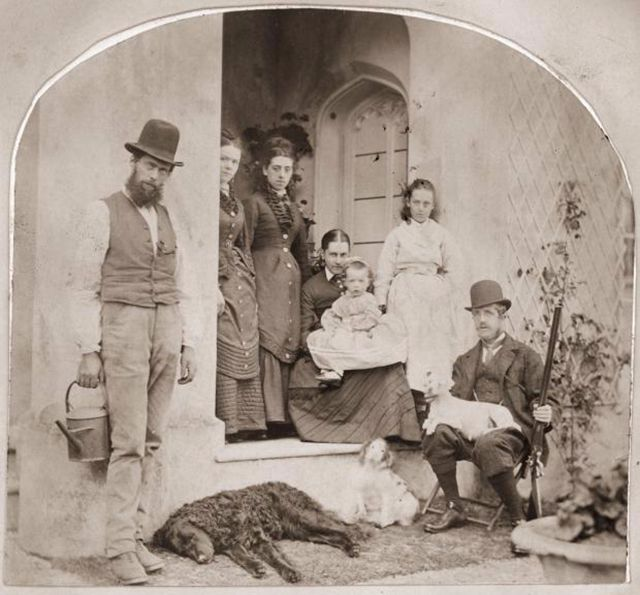 20 Interesting Photos Of Victorians In Front Of Their