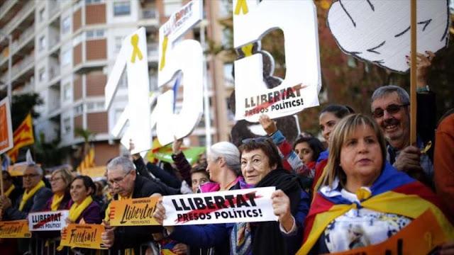 Miles de catalanes piden liberación de líderes independentistas
