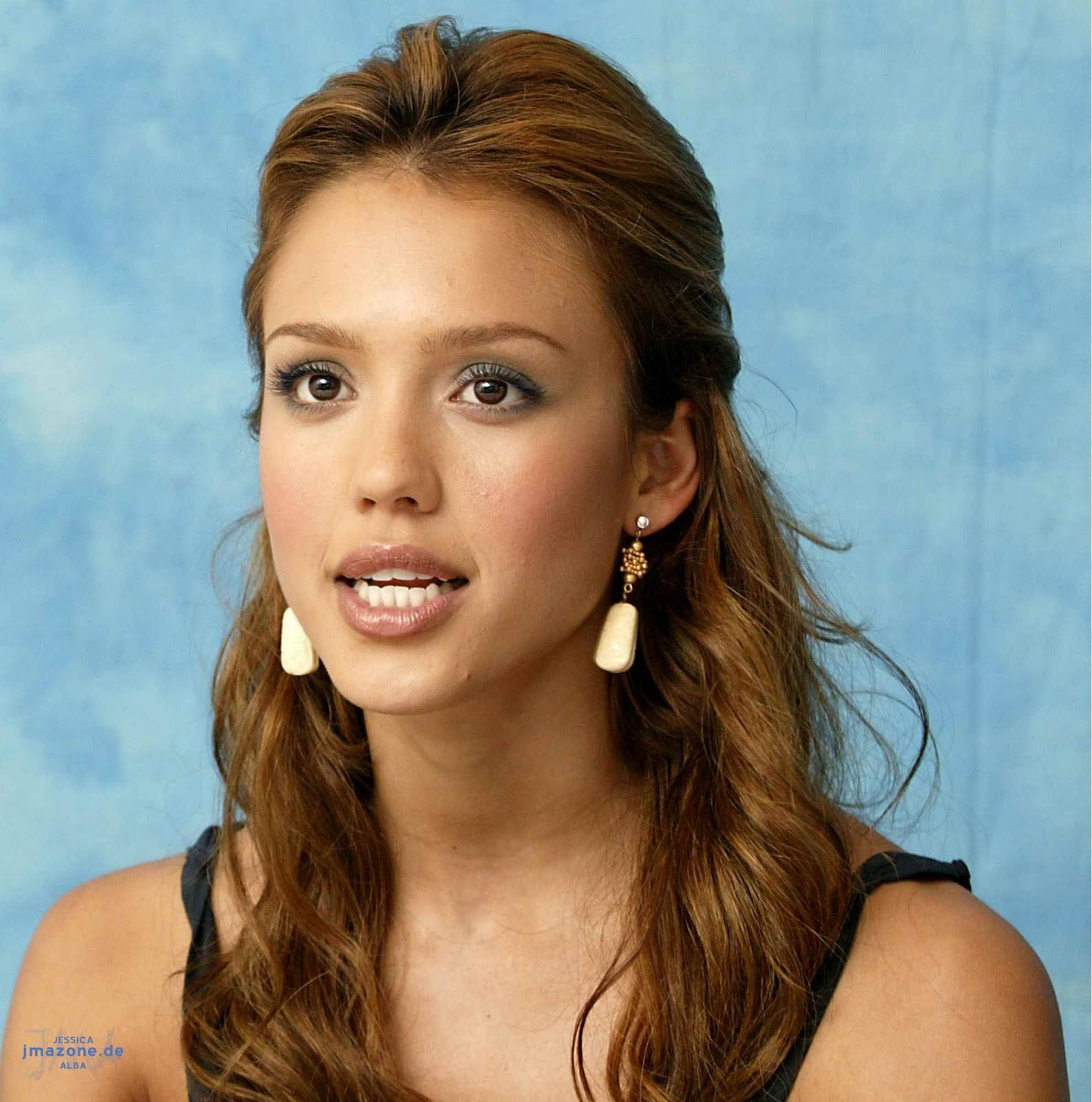 Celebrity Exclusive Showcase: Actress Jessica Alba in Sexy
