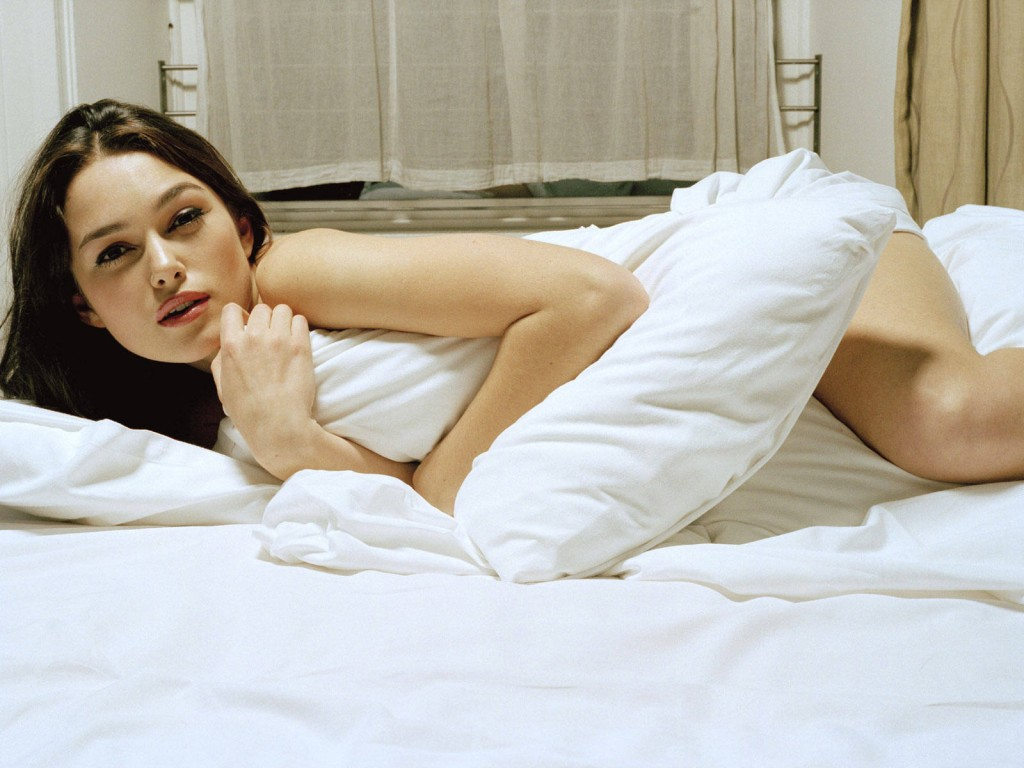 hot girl on bed - photo #19
