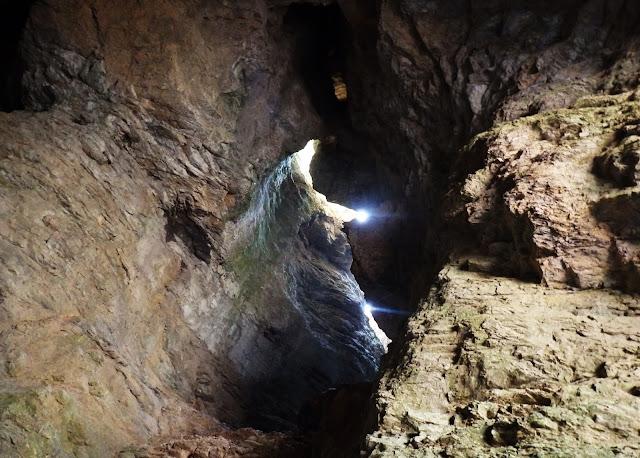 Jaskinia w górach Lovcen