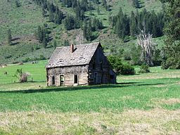 Winthrop log cabin2 (abandoned) By Geaugagrrl, via Wikimedia Commons