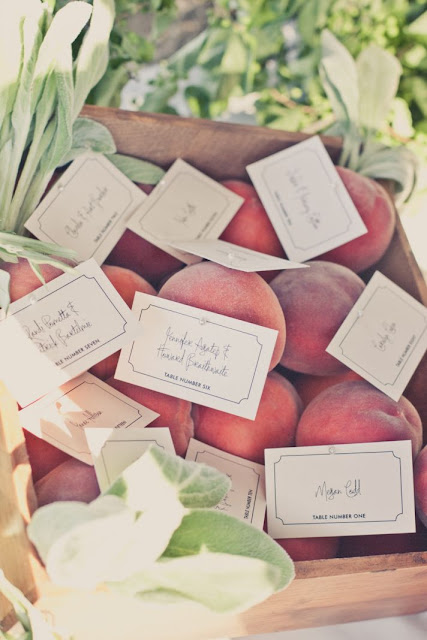escort cards peche fruit