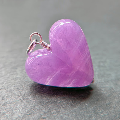 Handmade lampwork glass heart bead by Laura Sparling made with CiM Luzern