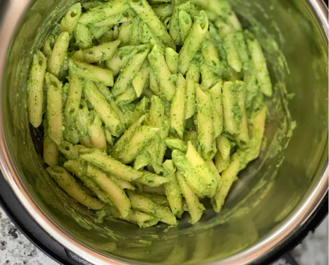 Creamy Avocado and Spinach Pasta #vegetarian #dinner