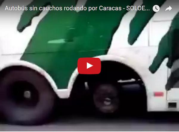 Autobúus sin cauchos rodando por Caracas