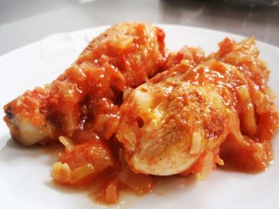 pollo con tomate y vino blanco