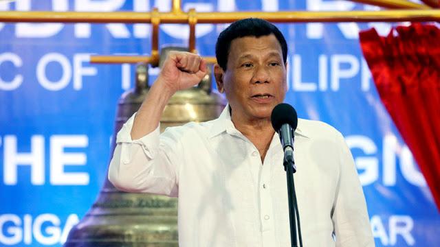 """Rodrigo Duterte insinúa que fue """"gay"""", pero luego se """"curó"""" de la homosexualidad"""