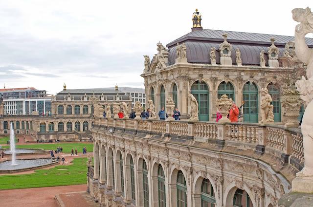 Zwinger widok na barokowy styl, centrum miasta Drezno, zwiedzanie