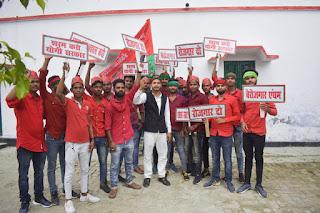 #JaunpurLive :  बेरोजगारी को लेकर सपा कार्यकर्ताओं ने  मोर्चाबंदी कर जताया विरोध