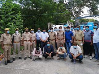 थाना एट एवं एसओजी व सर्विलांस सेल की संयुक्त कार्यवाही में 4 शातिर अंतरराज्यीय शराब तस्करों को गिरफ्तार किया