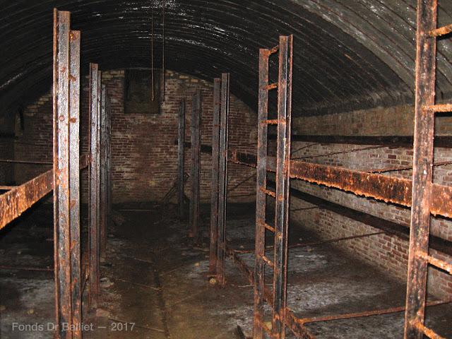 Fort du Larmont supérieur. Abris & magasins sous roc.