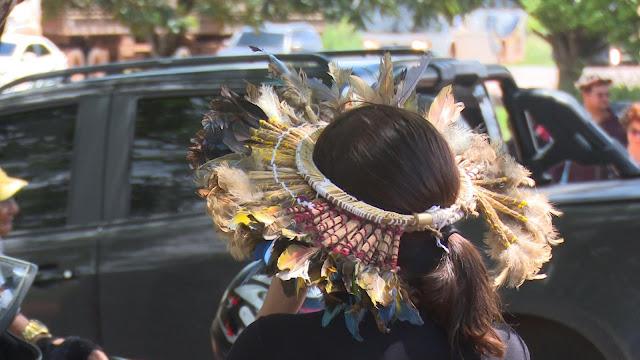 Mais de 200 indígenas fecham BR-364 em protesto contra municipalização da saúde em Cacoal