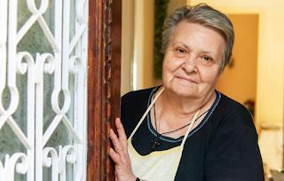 Η κυρία Κατερίνα μαγειρεύει καθημερινά 120 μερίδες για όσους έχουν ανάγκη