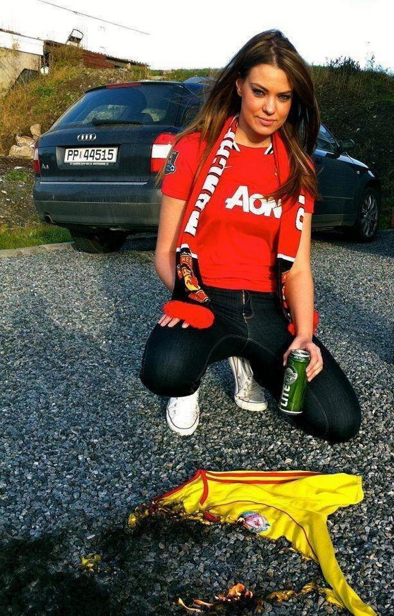 Beautiful female Man United fan burns Liverpool jersey