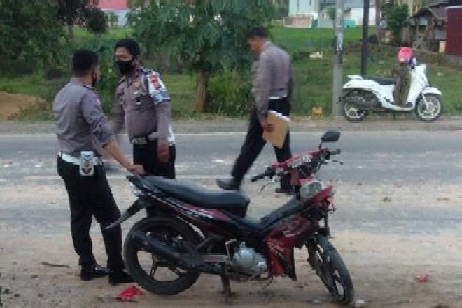Diserempet Mobil, Pengendara Motor di Bone Patah Kaki