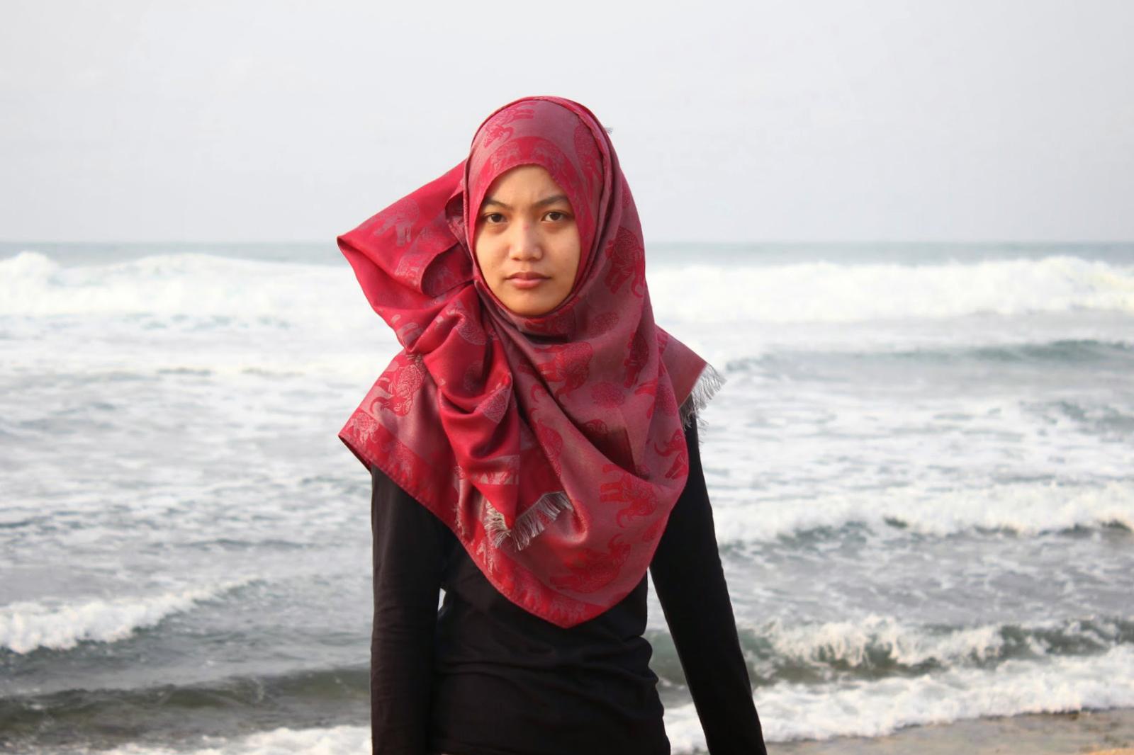 9 model hijab Cewek IGO Efrida Yanti menutup dada pilihan untuk pesta pernikahanmu di pantai