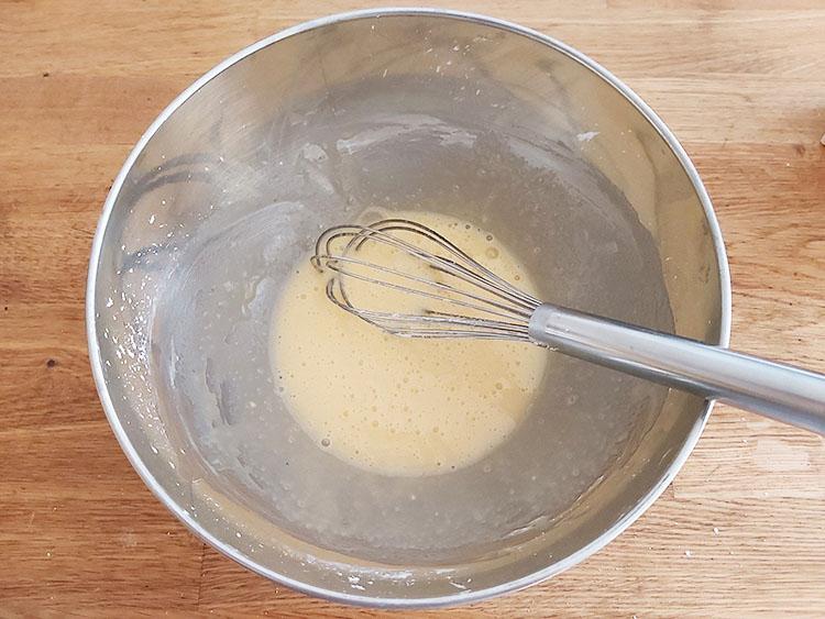 Flan : mélange d'oeufs, sucre et maïzena