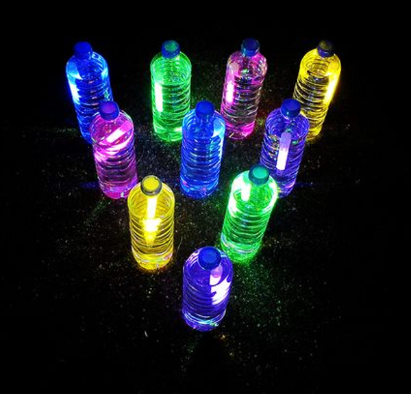Today I'm sharing 9 fun glow-in-the-dark projects and activities to make  some of your own summer night memories.