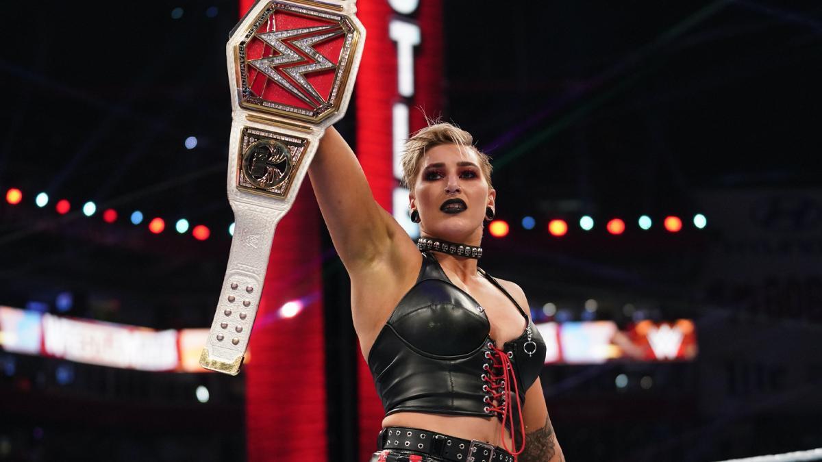 """Vince McMahon pediu pra que Rhea Ripley """"sorrisse mais"""""""