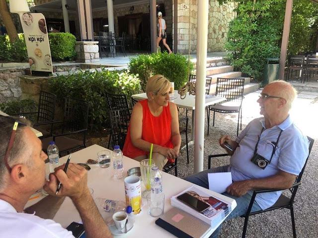 Όταν η Σόνια συνάντησε στην Επίδαυρο τον καθηγητή Αρχαιολογίας Βασίλη Λαμπρινουδάκη