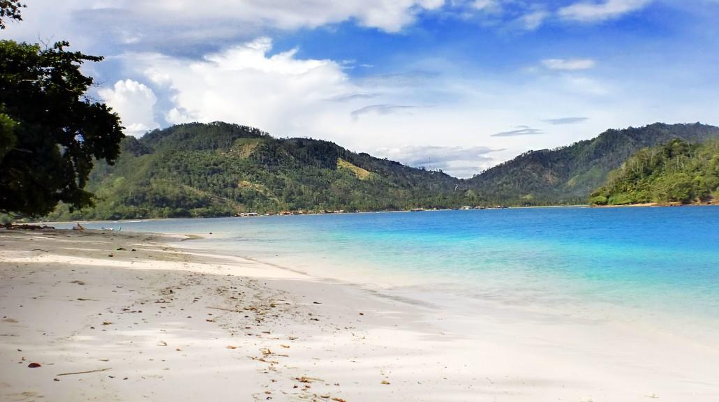 Aktivitas di Pantai Pasir Putih Lampung