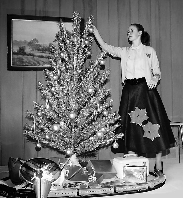 Vintage Christmas Tree: 37 Lovely Vintage Photos Show