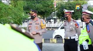 Hari ke-9 Operasi Patuh, Satlantas Polres Bone Sasar Pasar Bagi Brosur dan Ribuan Masker