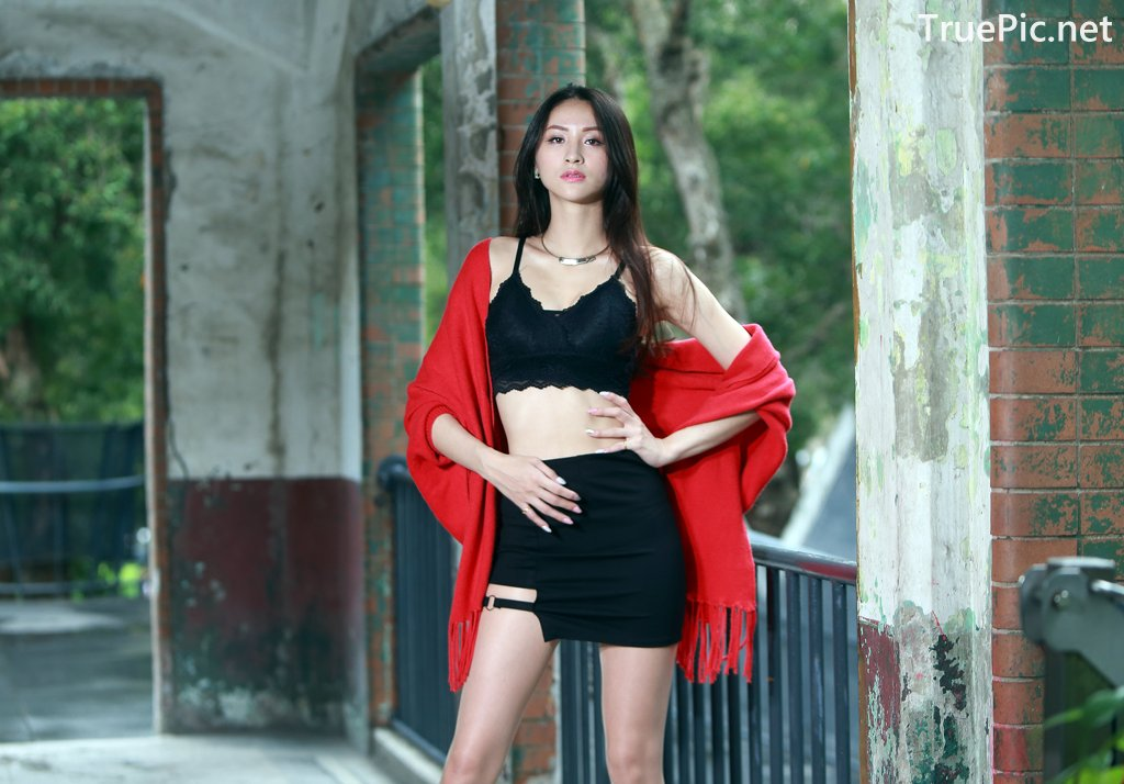 Image-Taiwanese-Beautiful-Long-Legs-Girl-雪岑Lola-Black-Sexy-Short-Pants-and-Crop-Top-Outfit-TruePic.net- Picture-5
