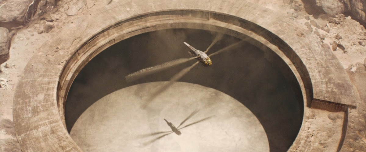 Ornithopter leaving research station in Dune (2021) movie