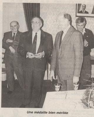 Remise de la médaille de la ville de Montceau à Joseph Charnay en 1991