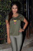 sri reddy latest sizzling pics-thumbnail-7