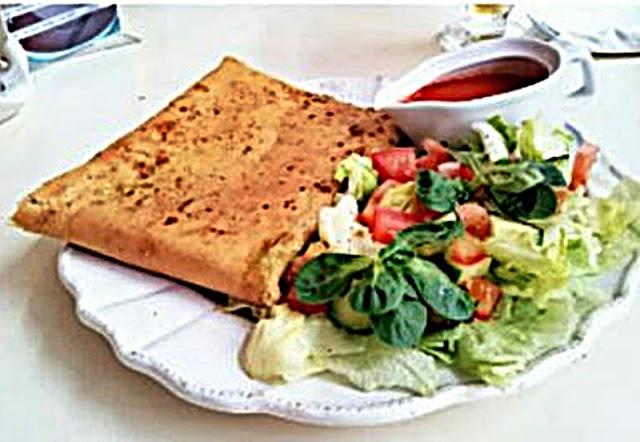 naleśnika ze szpinakiem, łososiem i serem gorgonzola Angielka