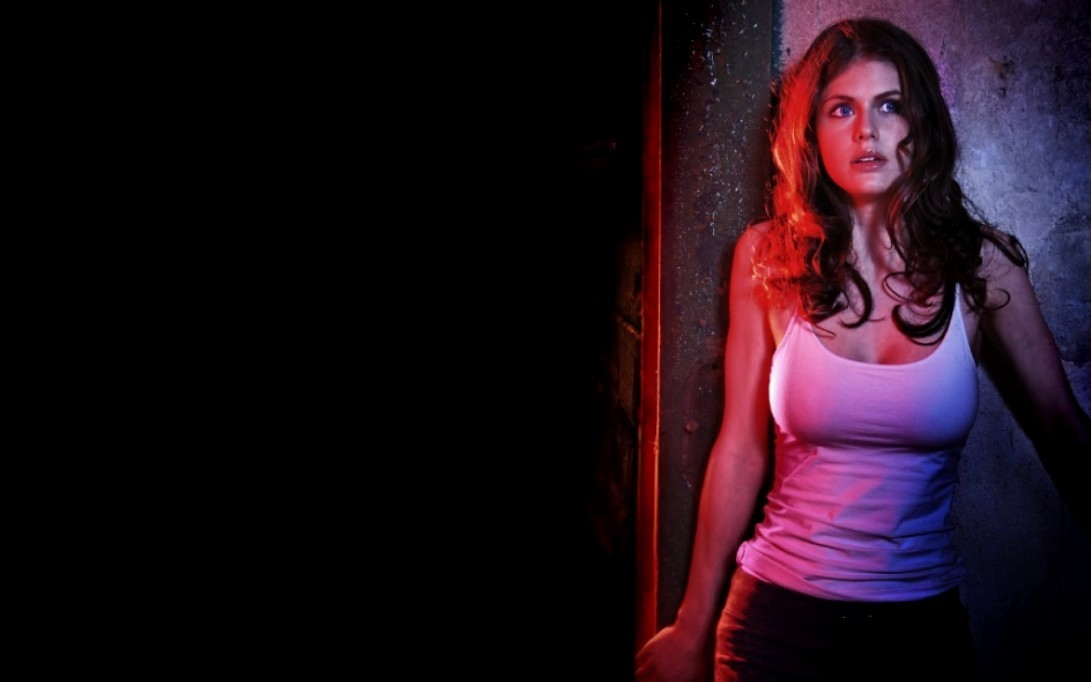 Woman In Pictures Alexandra Daddario Wallpaper 4