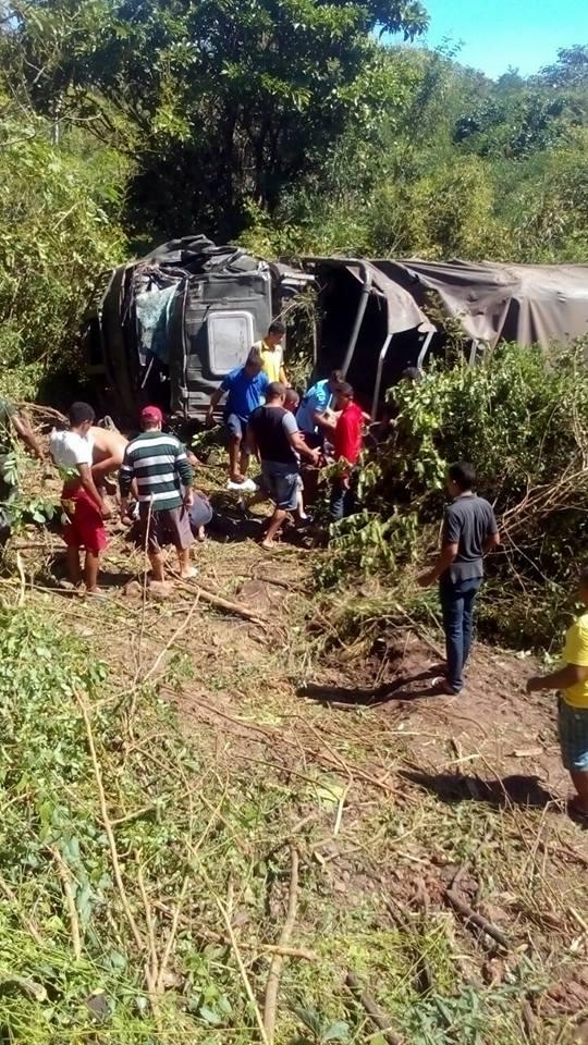 Tragédia em Barras: Caminhão do Exército tomba na saída de Barras para Teresina e deixa varias vitimas