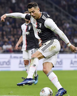 😮 #Juventus paid 117 million euros ($ 527 million) for emperor #cr7.😱  Until now it is considered one of the most expensive transfers of an athlete in #football #history. 🤖  #Ronaldo