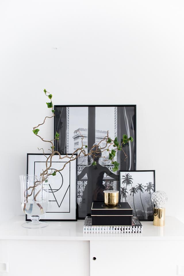 mustavalkoiset julisteet, desenio, Villa H, eteisen sisustus, koti