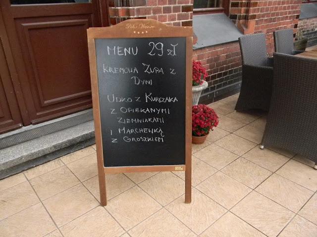 W pałacu w Wąsowie jest dobra restauracja.