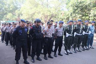 Polres Cirebon Gelar Apel terpadu dalam rangka kesiapan pengamanan pungut suara Pilkuwu serentak tahun 2019.