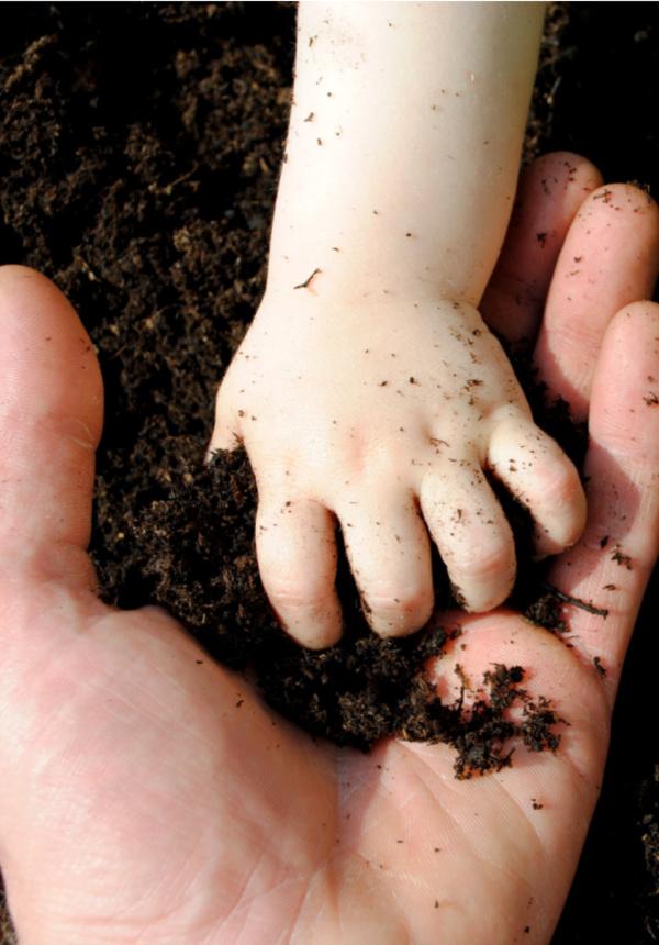 Make mold-able dirt for kids using this easy play dough recipe! #dirtdough #dirtdoughrecipesensoryplay #makedirtforkids #playdoughrecipe #activitiesforkids #growingajeweledrose