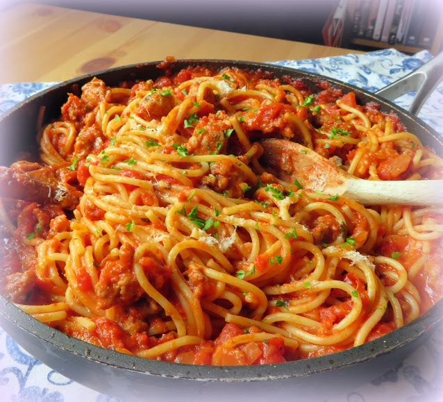 SPAGHETTI WITH QUICK BOLOGNESE