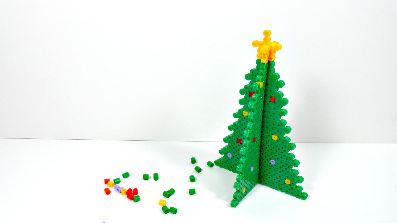 Mundo party rbol de navidad en 3d con hamabeads - Como adornar una cartulina ...