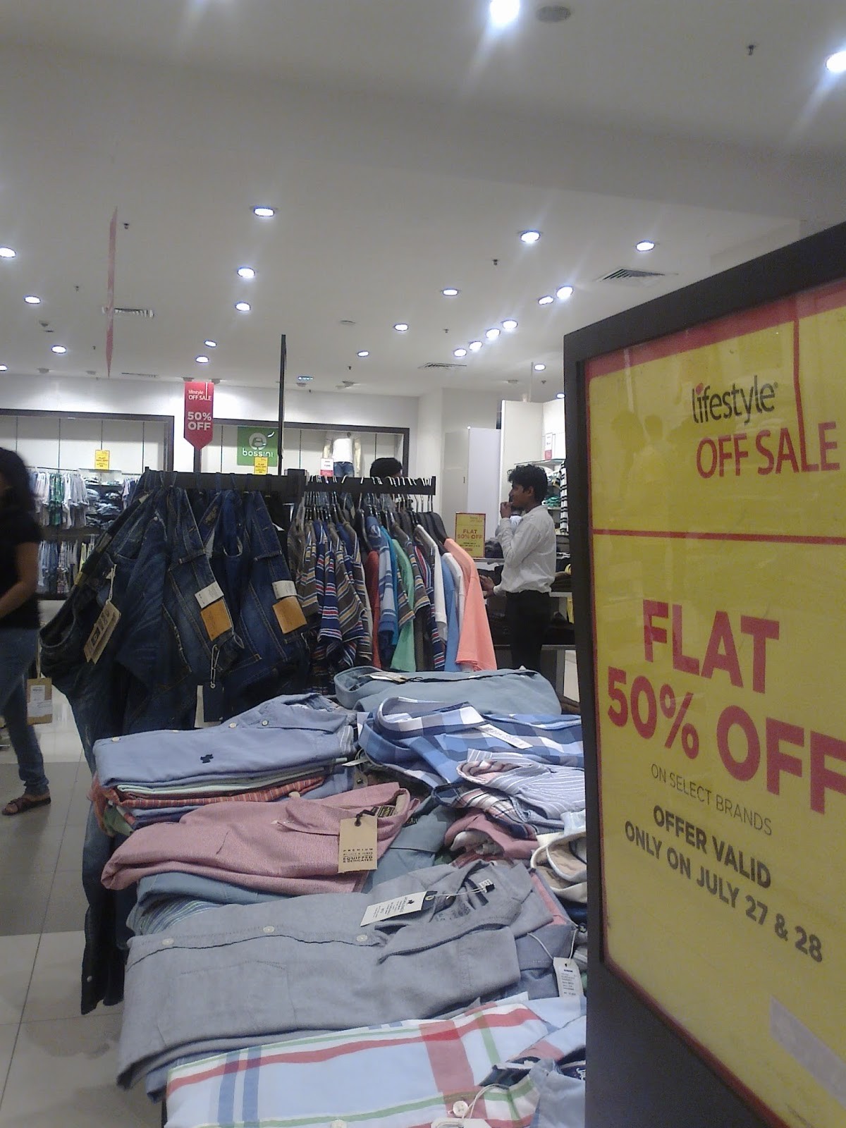 Sale at a Noida Shopping Mall