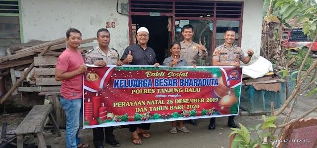 Polres Tanjung Balai Berikan Bantuan Kepada Kaum Duafa
