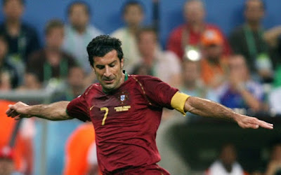 """Figo với những pha đi bóng làm """"tan chảy"""" trái tim của CĐV đối phương"""